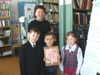 Заведующая Сафина З.Х. с маленькими читателями
